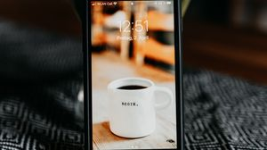 Preview wallpaper smartphone, phone, vase, tablecloth