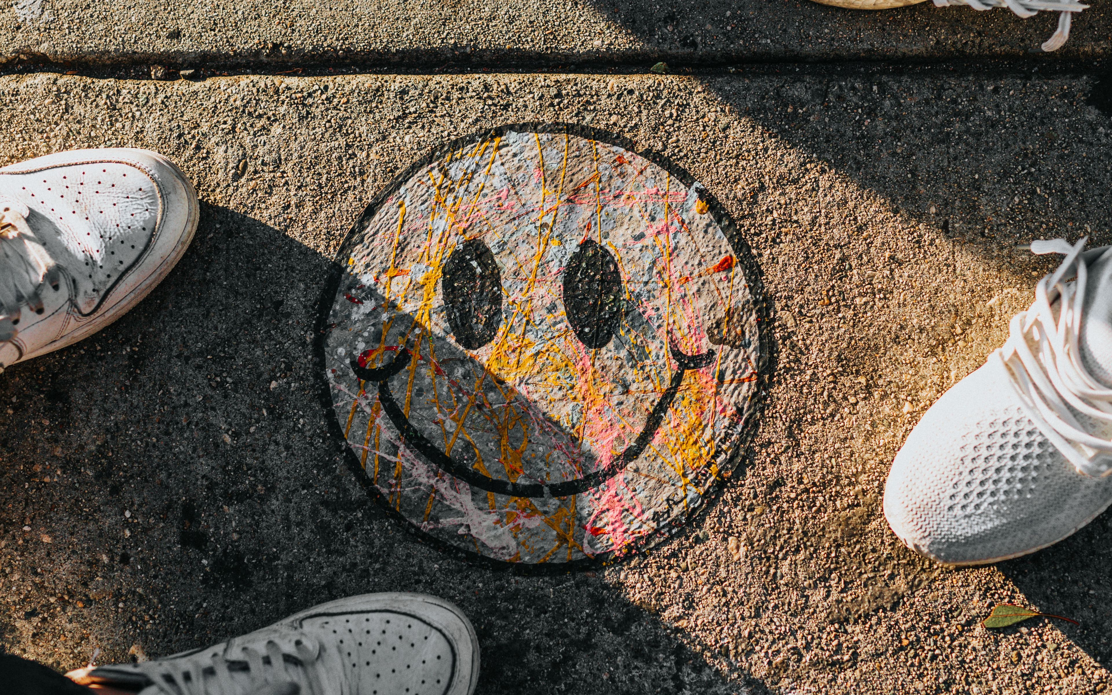 3840x2400 Wallpaper smile, feet, art, shadow