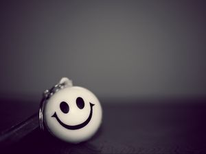 Preview wallpaper smiley, smile, bw, keychain