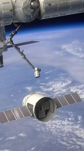 Preview wallpaper spaceship, dragon, iss, planet, earth, atmosphere