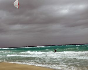 Preview wallpaper sports, sea, waves, surfing, windsurfing, athlete, cube, wind, spray