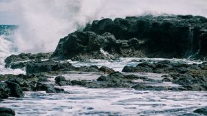 Preview wallpaper spray, rocks, water, sea