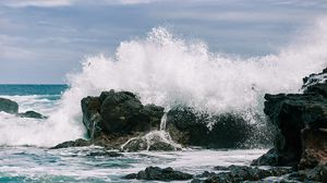 Preview wallpaper spray, waves, shore, rocks