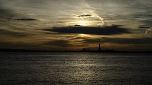Preview wallpaper statue of liberty, silhouette, water, sunset, dark