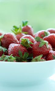 Preview wallpaper strawberries, berries, bowl, fresh