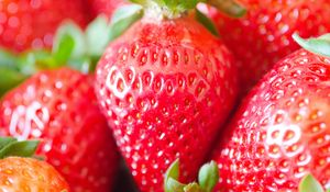 Preview wallpaper strawberry, berries, red, macro