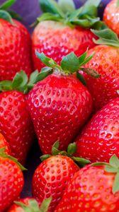 Preview wallpaper strawberry, berries, red, ripe, macro