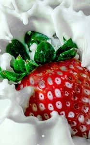 Preview wallpaper strawberry, milk, spray
