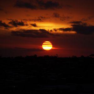 Preview wallpaper sun, sunset, red, dark