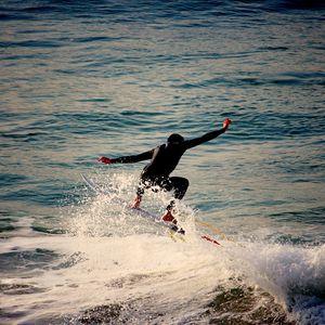 Preview wallpaper surfer, surfing, waves, sea, foam