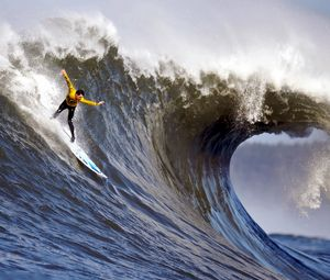 Preview wallpaper surfing, guy, wave, splashes, crest, extreme, hands, balance