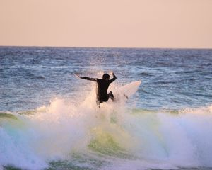 Preview wallpaper surfing, surf, wave, spray