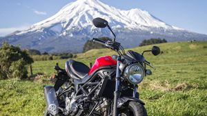Preview wallpaper suzuki, bike, motorcycle, side view, mountains