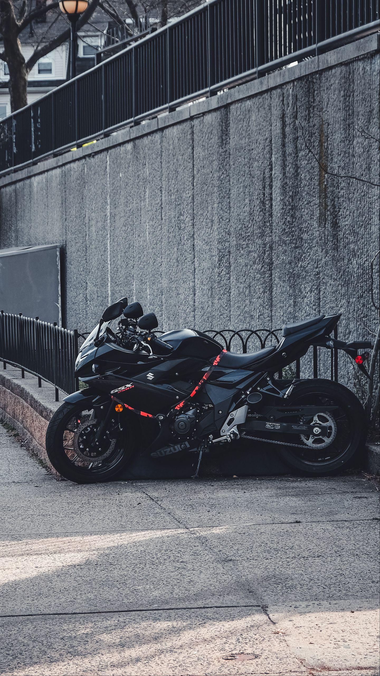 1440x2560 Wallpaper suzuki, motorcycle, bike, black, parking