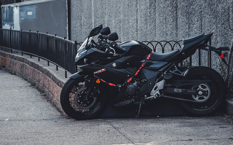 1440x900 Wallpaper suzuki, motorcycle, bike, black, parking