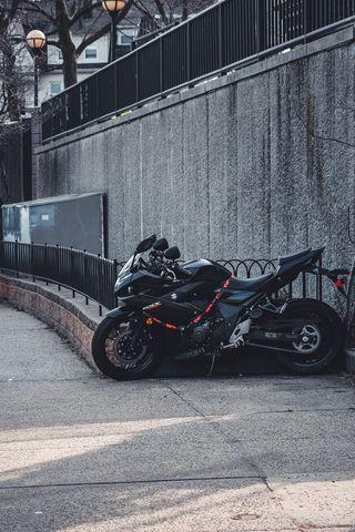 320x480 Wallpaper suzuki, motorcycle, bike, black, parking