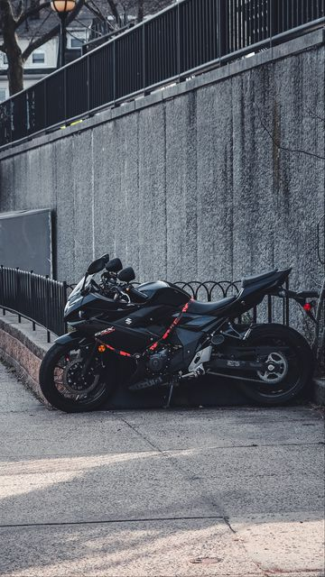 360x640 Wallpaper suzuki, motorcycle, bike, black, parking