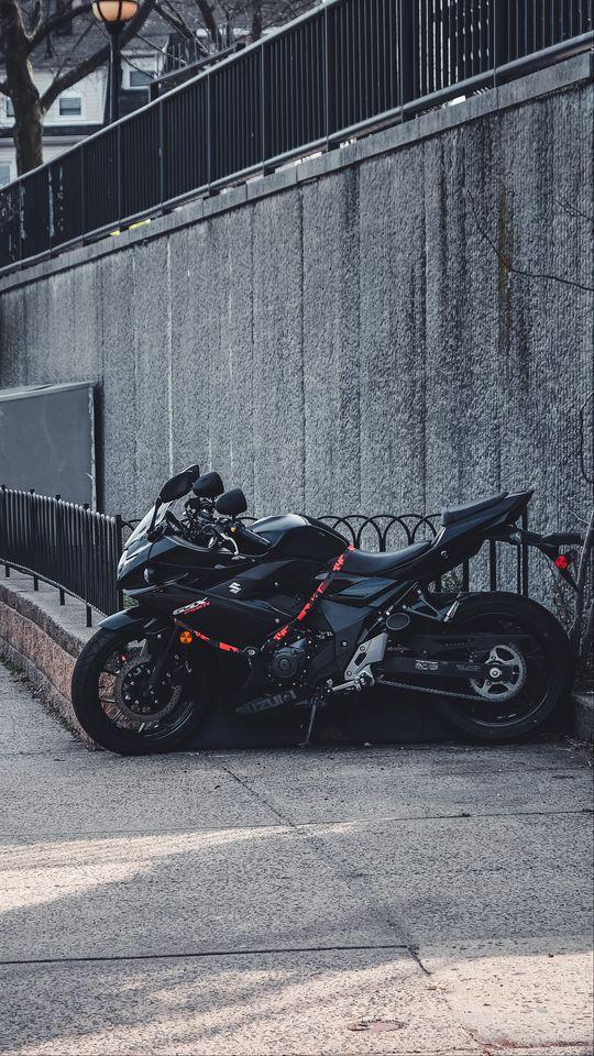 540x960 Wallpaper suzuki, motorcycle, bike, black, parking