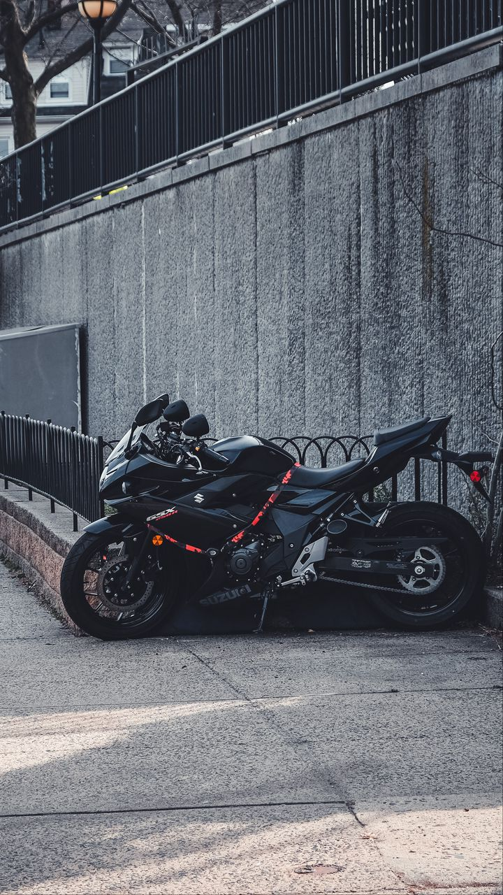 720x1280 Wallpaper suzuki, motorcycle, bike, black, parking