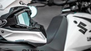 Preview wallpaper suzuki, motorcycle, helmet, bike