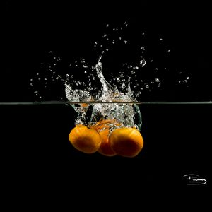 Preview wallpaper tangerines, fruits, water, underwater, spray