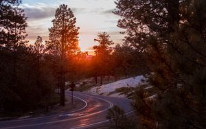 Preview wallpaper turn, road, sunset, trees, light
