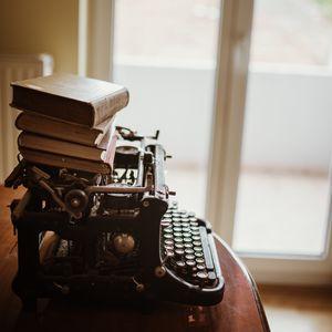 Preview wallpaper typewriter, books, vintage