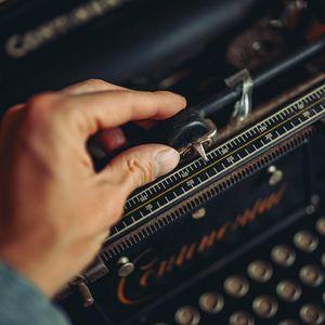 Preview wallpaper typewriter, hand, vintage