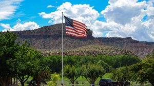 Preview wallpaper united states, america, utah, ranch, flag, farm