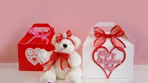 Preview wallpaper valentines day, bear, sitting, gifts, hearts, bows
