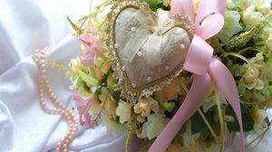 Preview wallpaper valentines day, holiday, love, heart, ribbon, flowers, bouquet, pearls, jewelry