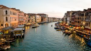Preview wallpaper venice, canal, gondoliers, buildings