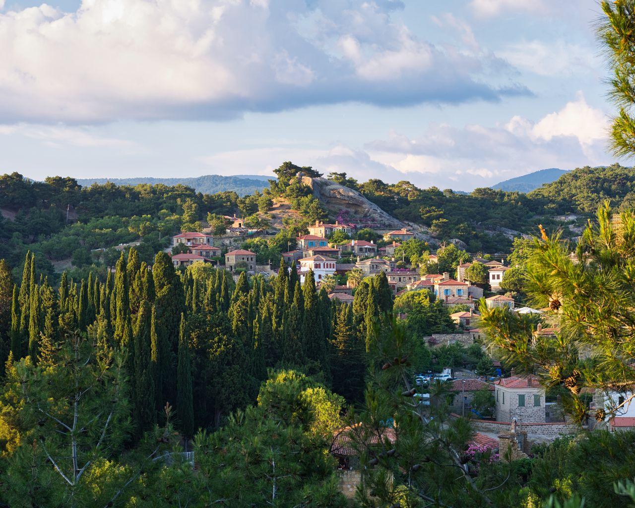1280x1024 Wallpaper village, mountain, buildings, trees