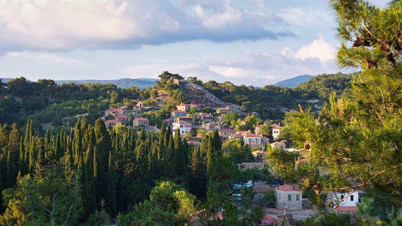 1280x720 Wallpaper village, mountain, buildings, trees