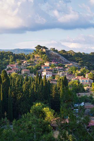 320x480 Wallpaper village, mountain, buildings, trees