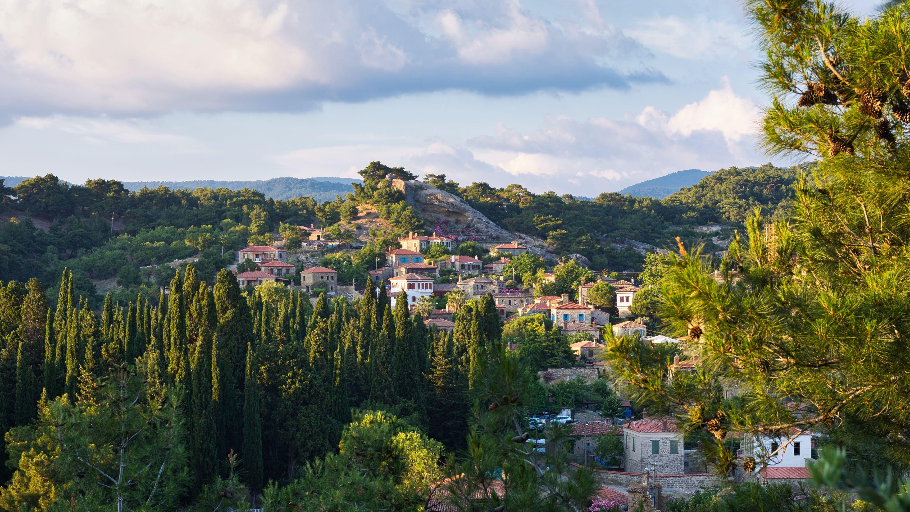 3840x2160 Wallpaper village, mountain, buildings, trees