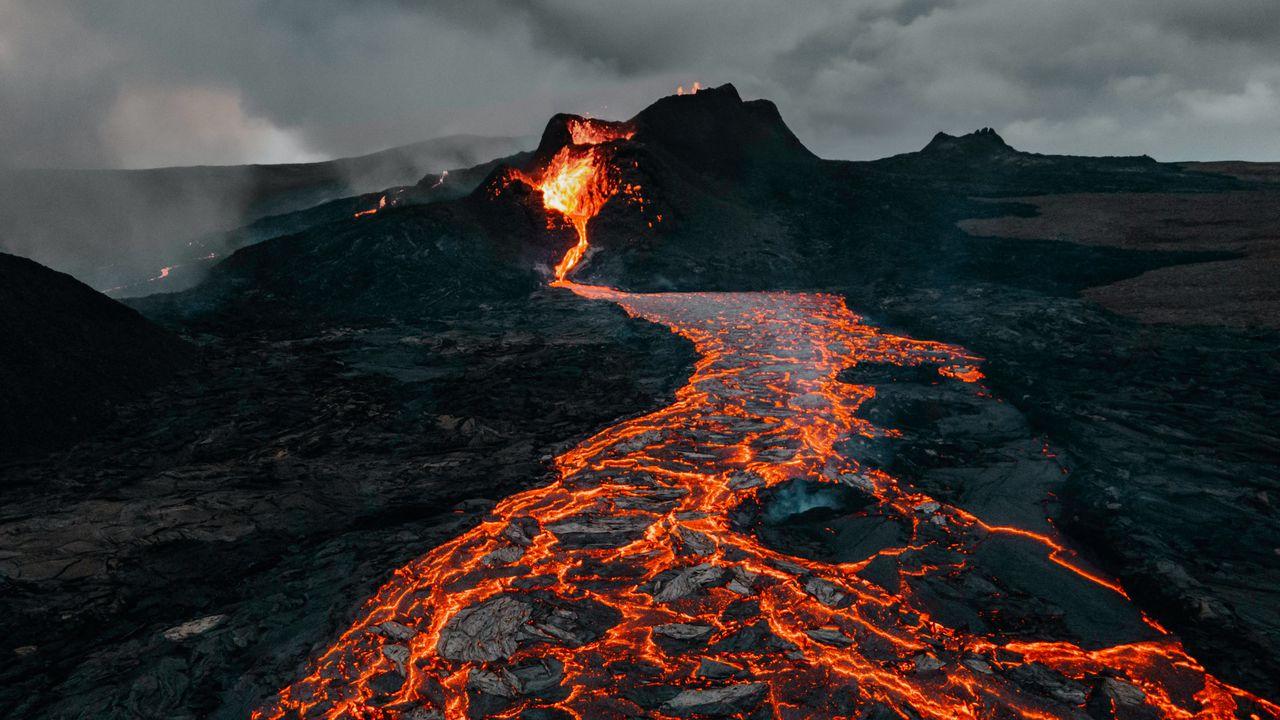 Wallpaper volcano, eruption, lava, stones, hot