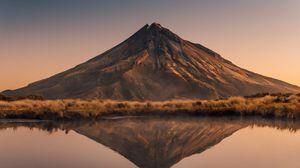 Preview wallpaper volcano, peak, reflection