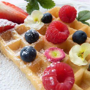 Preview wallpaper waffle, raspberry, blueberry, powder