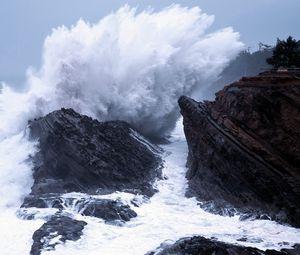 Preview wallpaper wave, sea, destruction, blow, splashes, force, stones
