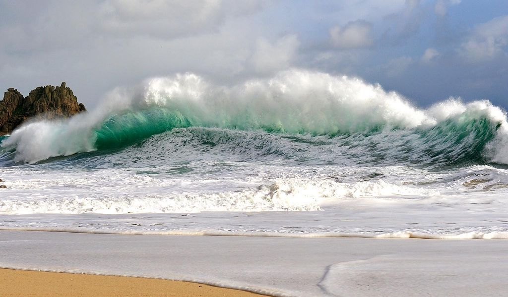 1024x600 Wallpaper waves, storm, coast, bad weather, force, power, blow, streams, wind, splashes