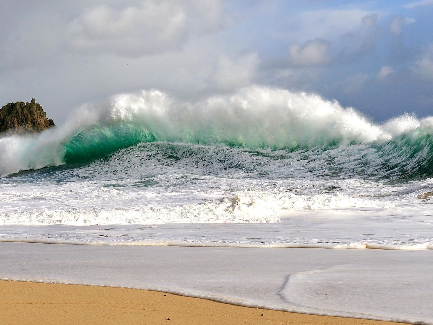 1400x1050 Wallpaper waves, storm, coast, bad weather, force, power, blow, streams, wind, splashes