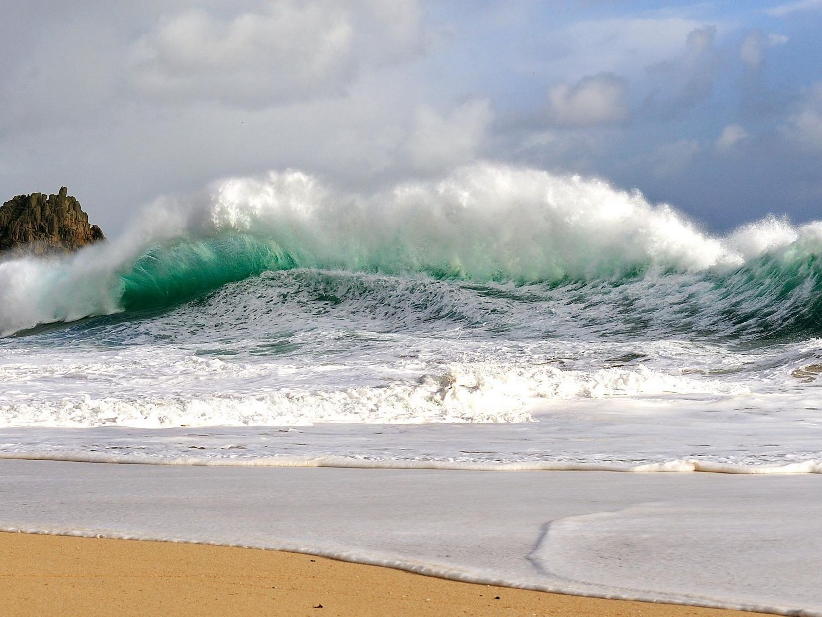 1600x1200 Wallpaper waves, storm, coast, bad weather, force, power, blow, streams, wind, splashes