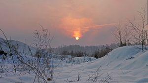 Preview wallpaper winter, light, sun, sky