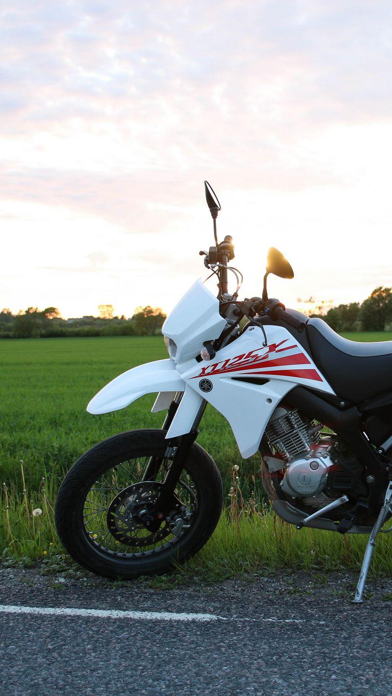 800x1420 Wallpaper yamaha, motorcycle, bike, white, field, road