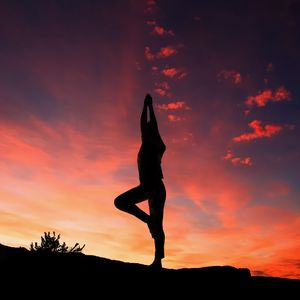 Preview wallpaper yoga, silhouette, sunset, man