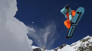 Preview wallpaper snowboarding, mountain, snow