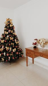 Preview wallpaper spruce, toys, santa, christmas, new year, decor