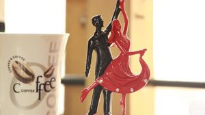 Preview wallpaper statuette, dance, couple, romance