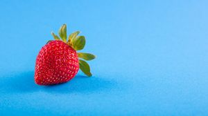 Preview wallpaper strawberry, berry, blue background